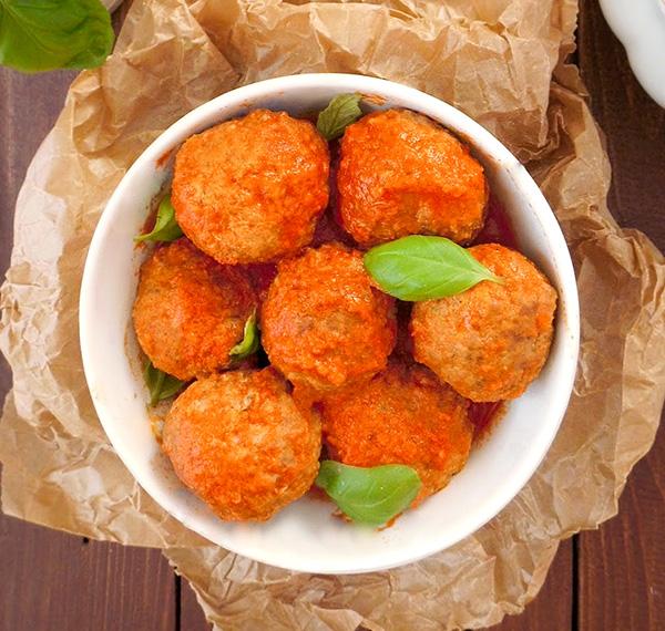 Chifteluțe cu parmesan în sos de roșii